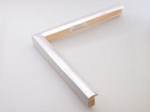 Profil 2436 Ausführung Echtsilber, weißes Poliment,  Rücken farbig C15