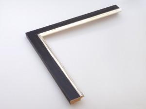 Profil 350150 Ausführung 12 Karat Weißgold, schwarzes Poliment, Rücken farbig C04