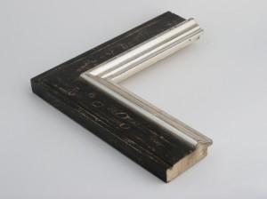 Profil 9135 Ausführung Echtsilber, schwarzes Poliment, Rücken farbig C04 mit Wassertropfen